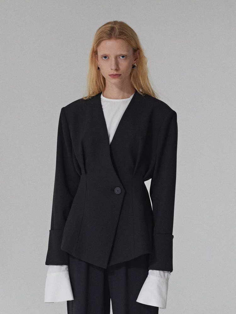 COLLARLESS DOUBLE TUCK JACKET